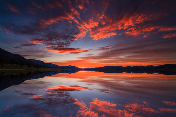 Beautiful views of the lake and the reflection of the sunset sky.