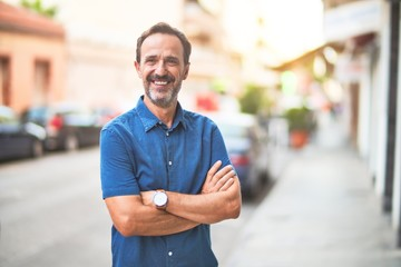 Middle age handsome man standing on the street smiling Papier Peint