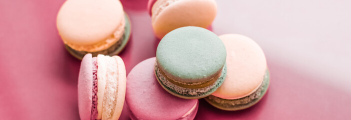 Foto auf Leinwand Macarons French macaroons on pastel pink background, parisian chic cafe dessert, sweet food and cake macaron for luxury confectionery brand, holiday backdrop design