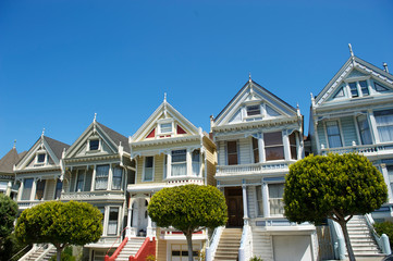 Fototapeten San Francisco Bright blue sky view of Victorian buildings, built in the 1890s, on a sunny day in Alamo Square, San Francisco, California, USA