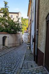 Narrow lane, alley with cobblestone pavement im Passau, Bavaria, Germany