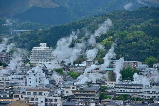 【日本・大分県別府市】湯けむり展望台から望む鉄輪温泉街
