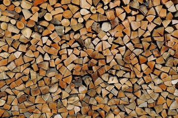 Tuinposter Brandhout textuur Stacked chopped wood. Delayed firewood for the winter.