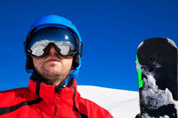 Fototapete - Skieir with ski goggles and its reflection of Alps mountains