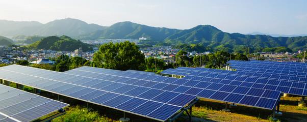 Foto auf Leinwand Himmelblau 太陽光発電のソーラーパネル