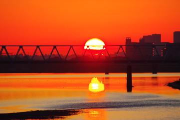 多摩川原橋から望む朝焼けと京王線多摩川橋梁