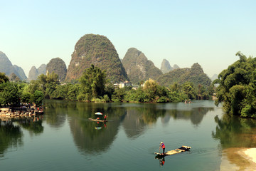 Fototapeten Guilin bamboo boats on river in guilin