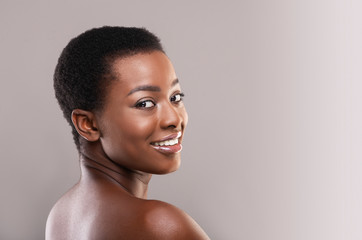 Fototapete - Half-turned african woman with perfect skin and beautiful smile