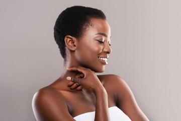 Fototapete - Beautiful black girl touching her velvet skin on neck