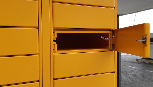 Self service storage cabinet for picking up a package in a city area