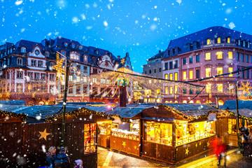 Weihnachtsmarkt in Mainz, Rheinland-Pfalz, Deutschland