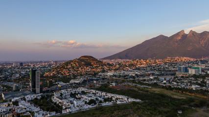 Cerro de la Silla (The Saddle) Mountain in Monterrey Mexico Papier Peint