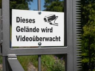 Überwachung - Sicherheit - Hinweisschild Videoüberwachung
