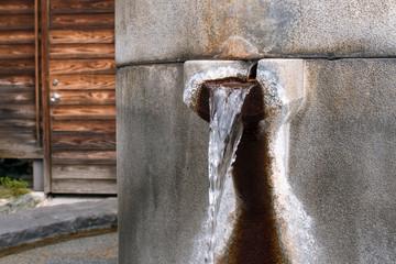 Flowing hot spring water into foot bath at Dogo Onsen, Matsuyama, Japan 松山市・道後温泉の足湯 温泉の噴出口