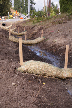 The use of straw wattles (straw worms, bio-logs, straw noodles). Land drainage works.