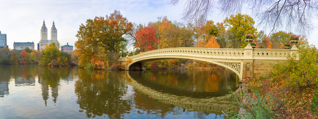 Fototapete - New York Central Park Bow Bridge pond fall foliage