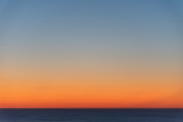 Sonnenuntergang über dem Meer in Trouville-Sur-Mer, Frankreich