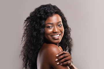 Fototapete - Portrait of nude beautiful afro woman smiling over grey background