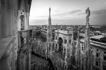 Autocollant pour porte Milan Galleria Vittorio Emanuele view from Duomo roof terrace Milan Italy - black and white image