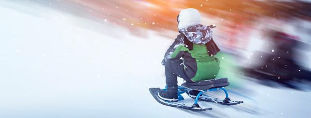little girl on the sledge in winter Fototapete