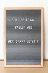 Soli abschaffen - Letterboard mit Spruch zur Abschaffung des Solidaritätszuschlages Bundestag