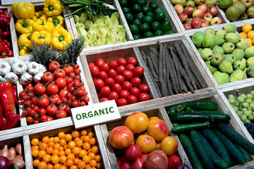 Biomarkt, Gemüse, Obst, Schild