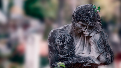 Fototapete - Statue of sad man on tomb as a symbol of depression, pain and sorrow.