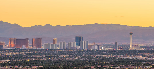 Fototapete - Panorama cityscape view of Las Vegas at sunset in Nevada, USA