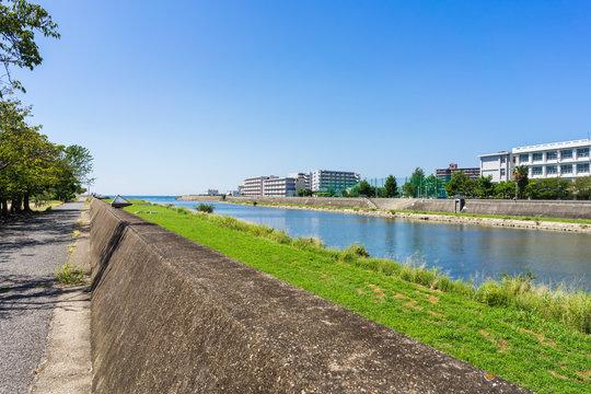 快晴の明石川河口