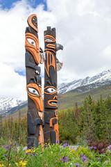 Kanada, Totempfähle bei Sunwapta am Icefields Parkway, Jasper Nationalpark