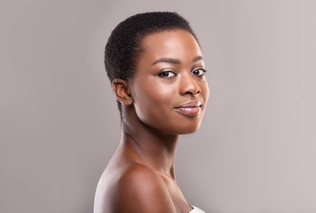 Fototapete - Beautiful afro woman with natural makeup and short hair