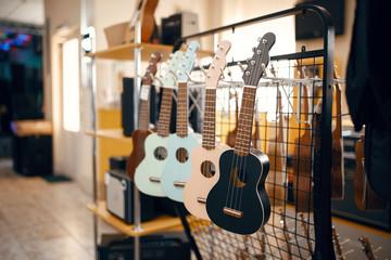 Keuken foto achterwand Muziekwinkel Ukulele guitars on showcase in music store