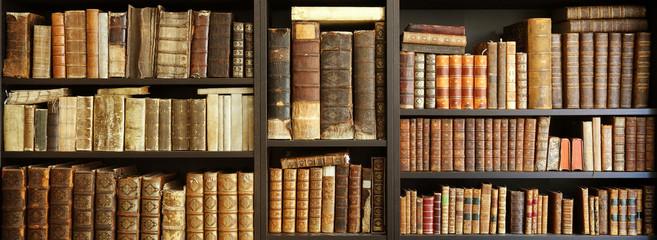 old books on wooden shelf Fotomurales