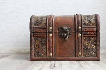 Trunk with jewelry