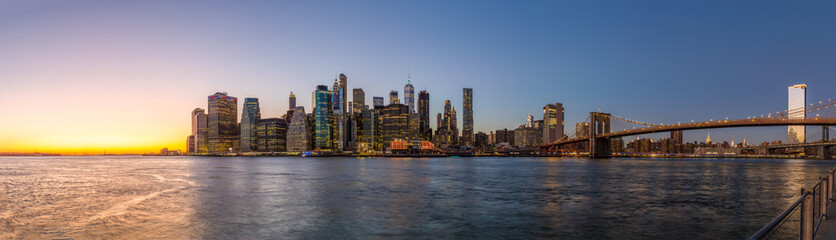 Fototapete - New York City downtown evening skyline buildings