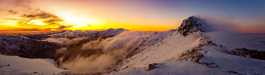 Fototapeta Tatry Zachodnie - halny wiatr, zachód słońca