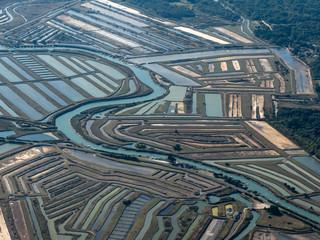 Papiers peints Bleu vert vue aérienne des marais salants de l'île d'Oléron en France