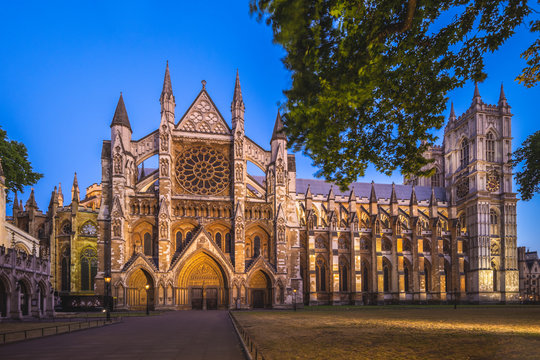 Westminster Abbey in london, england, uk at night
