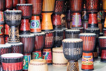 Spoed Foto op Canvas Muziekwinkel Scenic rows of colorful wooden djembe drums at souvenir shop