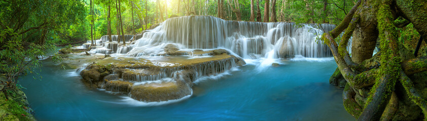 Photo sur Aluminium Cascades Panoramic beautiful deep forest waterfall in Thailand