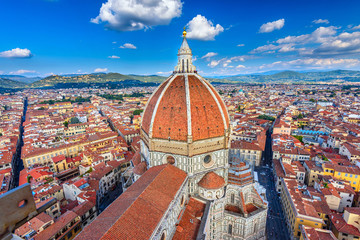 In de dag Florence Florence Duomo. Basilica di Santa Maria del Fiore (Basilica of Saint Mary of the Flower) in Florence, Italy. Architecture and landmark of Florence. Cityscape of Florence