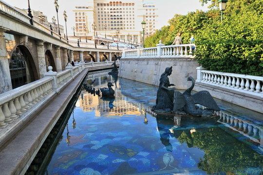 Fountain river on Manezhnaya Square figure Heat of birds and Alyonushki