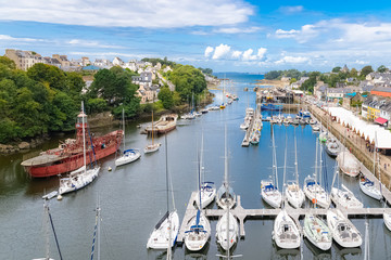 Türaufkleber Schiff Douarnenez, the port Rhu in Brittany, beautiful aerial view of the harbor, with modern and old ships