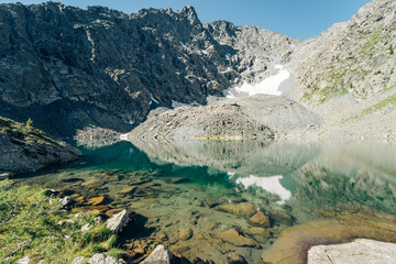 Wall Mural - Wild russian nature. Beautiful landscape with emerald lake in the mountains. Lake with clear turquoise water. Traveling in the Altai Republic. Tourism in Russia. Siberian reserve.