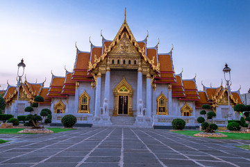 Photo sur Aluminium Lieu de culte Background of an important tourist attraction in Thailand, Landmark in Bangkok (Wat Benchamabophit Dusitvanaram Rajawarawiharn - MarTemple), tourists all over the world always come to see the beauty.