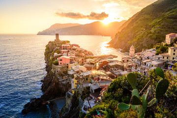 In de dag Mediterraans Europa Vernazza - Village of Cinque Terre National Park at Coast of Italy. Beautiful colors at sunset. Province of La Spezia, Liguria, in the north of Italy - Travel destination and attraction in Europe.