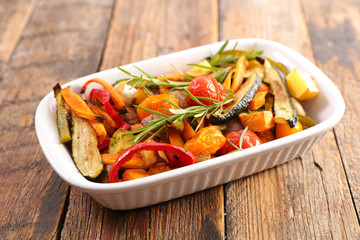 Fototapete - roasted vegetable and herb on wood background
