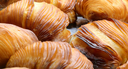 Stores à enrouleur Naples sfogliatella is a typical pastry of Italian that means thin laye