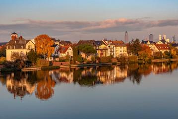 Blick auf Griesheim in Frankfurt am Main im Abendlicht