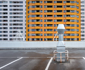 Abluftrohr auf dem Parkdeck in einer Hochhaussiedlung in Berlin